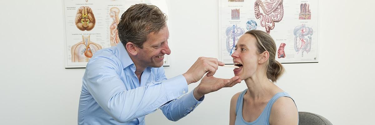 Mond en tongbranden is is een neuropathische aandoening die zorgt voor een brandend en pijnlijke gevoel in de mond en aan de tong.